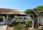 Villa entièrement rénovée 4 couchages terrasse ombragées parking dans résidence sécurisée avec piscine 400m de la mer . Lrjp115