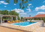 Location vacances Ružić - Three-Bedroom Holiday Home in Unesic-1