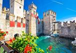 Location vacances Sirmione - Sirmione Apartment Sleeps 5 Pool Air Con Wifi-4