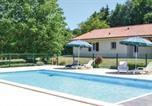Location vacances Le Change - Three-Bedroom Holiday Home in Savignac-Les-Eglises-1