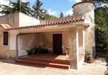 Location vacances  Province de Tarente - House with 2 bedrooms in Martina Franca with enclosed garden-1