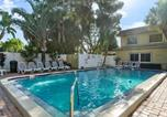 Location vacances St Pete Beach - Waves 18, 2 Bedroom, Pool View, Heated Pool, Bbq, Wifi, Sleeps 6-2