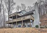 Location vacances Lexington - Large Hillside Home with Spacious Deck and Game Room!-4