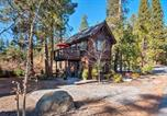 Location vacances Alpine Meadows - Cozy Couples Cabin, Walk to Lake Tahoe & Dtwn-2