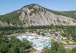 Camping avec Piscine couverte / chauffée Saint-Alban-Auriolles - Camping La Plage Fleurie-1
