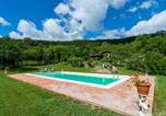 Location vacances  Province de Sienne - Holiday Home with Pool in Abbadia San Salvatore-4