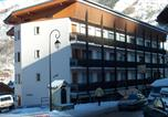 Location vacances Valloire - Appartements Le Caribou-1