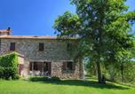 Location vacances  Province de Pérouse - Comfortable Farmhouse in Umbertide with Garden-1