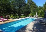 Location vacances Seignosse - Ref 111 Seignosse, Villa de standing 4 étoiles partiellement climatisée avec piscine chauffée et Wifi au calme sur terrain 1100m2-1