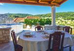 Location vacances Nerežišća - One-Bedroom Holiday Home in Nerezisca-3