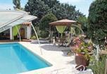 Location vacances Mazan - Three-Bedroom Holiday Home in Carpentras-1