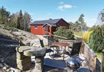 Location vacances Kungälv - One-Bedroom Holiday Home in Jorlanda-1