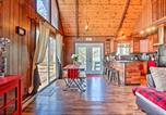 Location vacances Clarks Summit - Chic Poconos Chalet with Deck and Lake Access!-2
