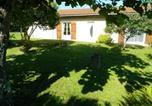 Location vacances Le Verdon-sur-Mer - House with 3 bedrooms in Le Verdon sur Mer with enclosed garden and Wifi-1