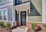 Location vacances Kenly - Rooftop Terrace Townhouse - Downtown Wake Forest-2