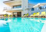 Location vacances Palmela - Elegant Setubal Villa Villa Gomes Deluxe 6 Bedrooms Pool Table Great for Large Families-2