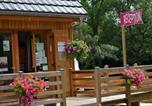 Camping avec Piscine couverte / chauffée Auvergne - Flower Camping la Vallée Verte-4