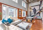 Location vacances Atlanta - Authentic Cosmopolitan Prismatic Midtown Loft-1