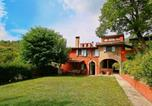 Location vacances  Province d'Ancône - Modern Villa with Private Pool in Fabriano Italy-1