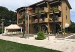 Location vacances  Province de Brescia - Cozy Apartment in Sirmione near Lake-1