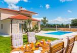 Location vacances Skradin - Awesome home in Kljuc w/ Outdoor swimming pool, Wifi and 3 Bedrooms-1