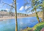 Location vacances Troutdale - Waterfront Hideaway with Sandy River Fishing!-2