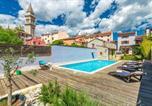 Location vacances Vodnjan - Nice home in Vodnjan w/ Jacuzzi, Sauna and 6 Bedrooms-1