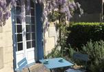 Location vacances Hautefort - Les Glycines Studio Apartment-2