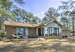 Location vacances Hartsville - Breezy Lakefront Home on Golf Course with Deck and Dock-4