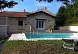 Location vacances  Loire - Gîte de la Collonge-1