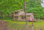 Location vacances Stockbridge - The Mill River Cabin with Fireplace and River View!-4