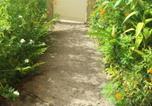Location vacances Le Lorrain - Studio in La Trinite with enclosed garden and Wifi 9 km from the beach-2
