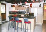 Location vacances Rochefort-en-Terre - Four-Bedroom Holiday home Peillac with a Fireplace 01-2