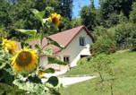 Location vacances  Jura - Gite Les Isles-1