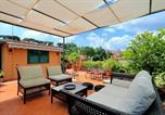 Location vacances  Ville métropolitaine de Rome - Trastevere Charming Penthouse-4