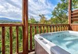 Location vacances Gatlinburg - Destiny's Heavenly View, 5 Bedrooms, Sleeps 14, Pet Friendly, Hot Tub, Pool Table-2