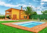 Location vacances  Province de Campobasso - Wonderful villa with private swimming pool, near the sea-1