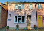 Location vacances Middleton - Charming holiday home in Middleton with garden-1