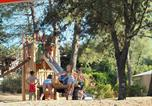 Camping avec Site nature Montfrin - Huttopia Fontvieille-2