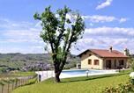 Location vacances  Province de Pavie - Spacious Farmhouse in Santa Maria della Versa with Pool-1