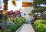 Location vacances Banjol - Apartments with Sea View and Garden-1