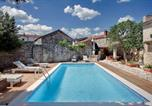 Location vacances Svetvinčenat - Amazing home in Svetvincenat with Outdoor swimming pool, Wifi and 5 Bedrooms-4