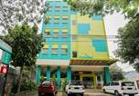 Location vacances Makassar - Reddoorz Plus near Pantai Losari-2