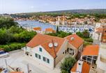 Location vacances Milna - Apartments Sunny Days-1