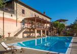 Location vacances  Province d'Alexandrie - Cremolino Villa Sleeps 19 Pool Wifi-1