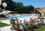 Location vacances Civrac-en-Médoc - House with 3 bedrooms in Begadan with shared pool furnished garden and Wifi 25 km from the beach-1
