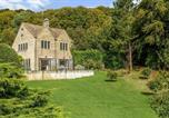 Location vacances Gloucester - Romantic Retreat with glorious Cotswold views-1