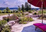 Location vacances Obing - Lebensart-am-See-moderne-Ferienwohnung-Rosengarten-direkt-am-See-1