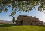 Location vacances Cetona - Sarteano Villa Sleeps 12 Pool Air Con Wifi-1