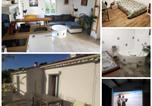 Location vacances  Bouches-du-Rhône - Haut de villa indépendant 40m2 cinéma 3d Terrasse-1